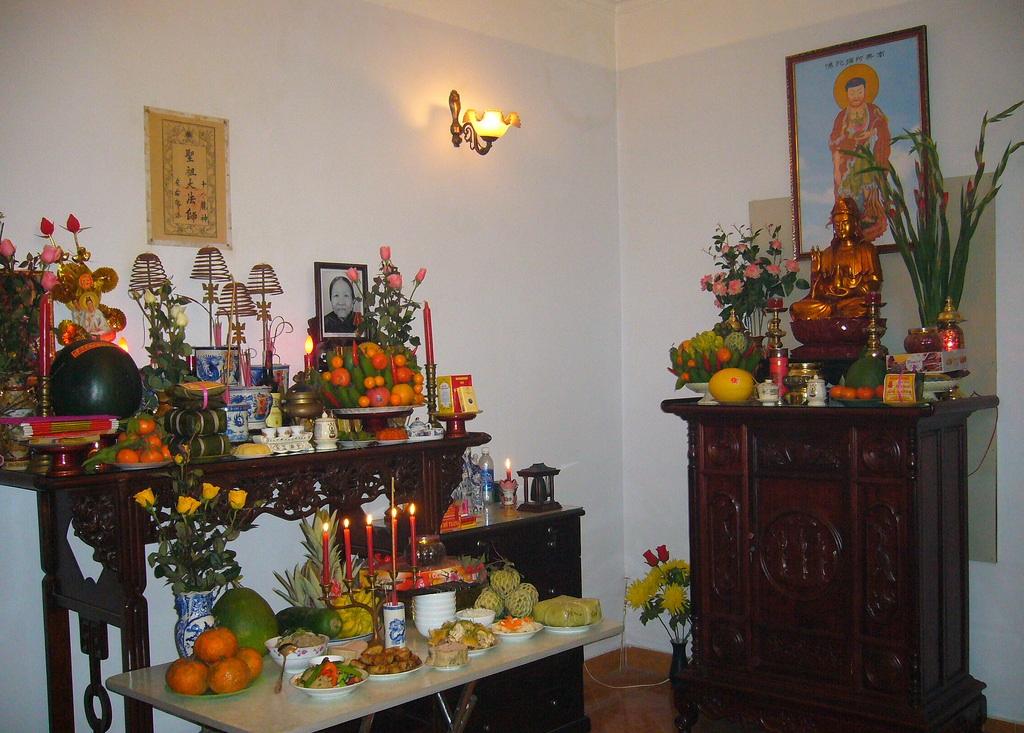 Cách đặt bàn thờ Phật và gia tiên đúng phong thủy và rước lộc vào nhà
